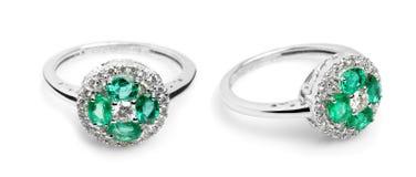 Fermez-vous d'un bel anneau de Sapphire Diamond Photo stock