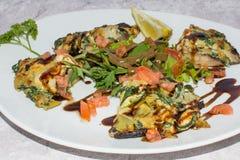 Fermez-vous d'un champignon bourré de Portobello Image libre de droits
