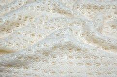 Fermez-vous d'un chandail de laine blanc tricoté Image libre de droits