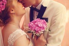 Fermez-vous d'un couple nuptiale Photographie stock