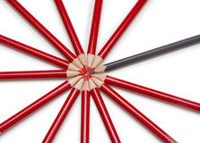 Fermez-vous d'un crayon noir se tenant d'un cercle constitué par Images stock