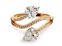 Fermez-vous d'un or et d'une bague à diamant Images stock