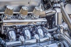 Fermez-vous d'un grand moteur de chrome de moto image libre de droits