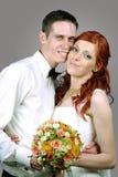 Fermez-vous d'un jeune couple gentil de mariage Photo stock