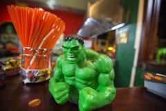 Fermez-vous d'un minifigure vert de carcasse des bandes dessinées de merveille Photographie stock