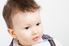 Fermez-vous d'un petit bébé garçon Photographie stock libre de droits
