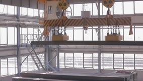 Fermez-vous d'un pont roulant d'usine clips vidéos