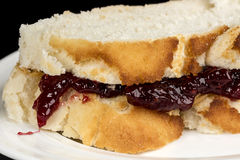 Fermez-vous d'un sandwich fait de beurre et gelée d'arachide Photo libre de droits