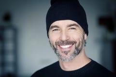 Fermez-vous d'un sourire mûr d'homme Photographie stock libre de droits