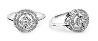Fermez-vous d'une belle bague à diamant Photographie stock libre de droits