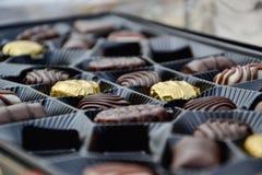 Fermez-vous d'une boîte de chocolats Photographie stock libre de droits