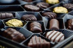 Fermez-vous d'une boîte de chocolats Images libres de droits