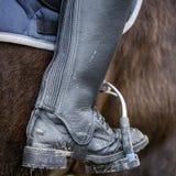 Fermez-vous d'une botte d'équitation sale Photographie stock libre de droits