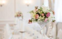 Fermez-vous d'une décoration de table de mariage Photographie stock