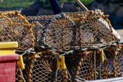 Fermez-vous d'une pile de pots de homard photo stock