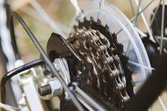 Fermez-vous d'une roue de bicyclette avec des détails Photos libres de droits