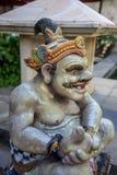 Fermez-vous d'une statue traditionnelle de Dieu de Balinese de pierre images libres de droits