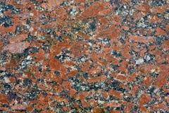 Fermez-vous d'une texture polie de granit marbrée par rouge Photo libre de droits
