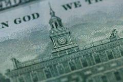 Fermez-vous de 100 billet d'un dollar dans la devise des USA Image libre de droits