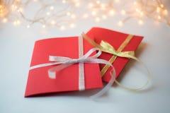 Fermez-vous de deux cartes de voeux rouges Photos stock