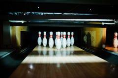 Fermez-vous de dix bornes au club de bowling Image stock