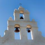 Fermez-vous de l'église Bells de mission image stock