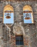 Fermez-vous de l'église Bells de mission de San Espada photo libre de droits