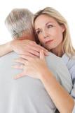 Fermez-vous de l'embrassement mûr de couples Photographie stock libre de droits