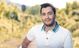Fermez-vous de l'homme hispanique bel Photographie stock libre de droits