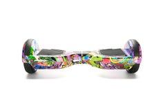 Fermez-vous de l'individu de double roue équilibrant le scooter intelligent de planche à roulettes électrique sur le fond blanc Image stock