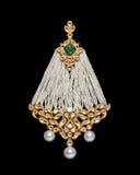 Fermez-vous de l'ornement antique avec beaucoup de diamants et de perles Photographie stock libre de droits