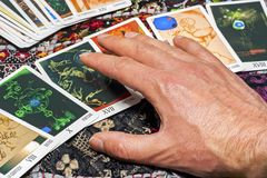 Fermez-vous de la cartomancie Photos stock