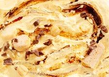 Fermez-vous de la crème glacée avec le remous de chocolat Photographie stock