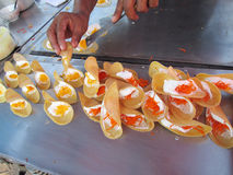 Fermez-vous de la crêpe croustillante thaïlandaise Images stock