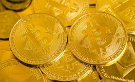 Fermez-vous de la devise de bitcoin Image libre de droits