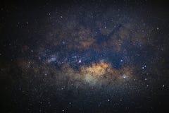 Fermez-vous de la galaxie de manière laiteuse avec les étoiles et la poussière de l'espace photographie stock libre de droits