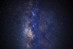 Fermez-vous de la galaxie de manière laiteuse avec les étoiles et la poussière de l'espace image libre de droits