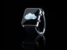 Fermez-vous de la montre intelligente noire avec l'icône de nuage Photo libre de droits