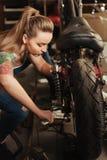 Fermez-vous de la motocyclette arrière de partie Photo libre de droits