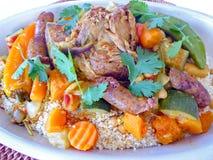 Fermez-vous de la nourriture méditerranéenne de couscous photographie stock libre de droits