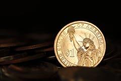 Fermez-vous de la pièce de monnaie de dollar US images stock