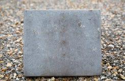 Fermez-vous de la pierre tombale ou du plat en pierre commémoratif Photo libre de droits
