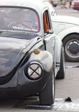 Fermez-vous de la rétro voiture de vintage de Volkswagen Beetle.  Photo libre de droits