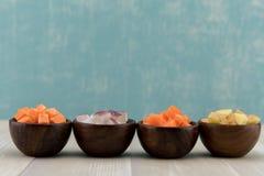 Fermez-vous de la rangée des légumes à racine Photographie stock libre de droits