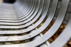 Fermez-vous de la rue moderne contemporaine d'acier inoxydable ou garez b photographie stock
