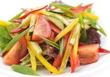 Fermez-vous de la salade avec des légumes Photographie stock libre de droits