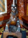 Fermez-vous de la sculpture découpée par Maori Wooden traditionnelle Nouvelle Zélande image libre de droits