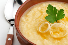 Fermez-vous de la soupe aux pommes de terre Photo libre de droits