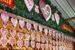 Fermez-vous de la stalle du marché de Noël à Vienne, Autriche Décorations de Noël à un marché de Noël Joyeux Noël, de fête mignon image libre de droits