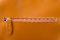 Fermez-vous de la tirette de sac en cuir Image libre de droits